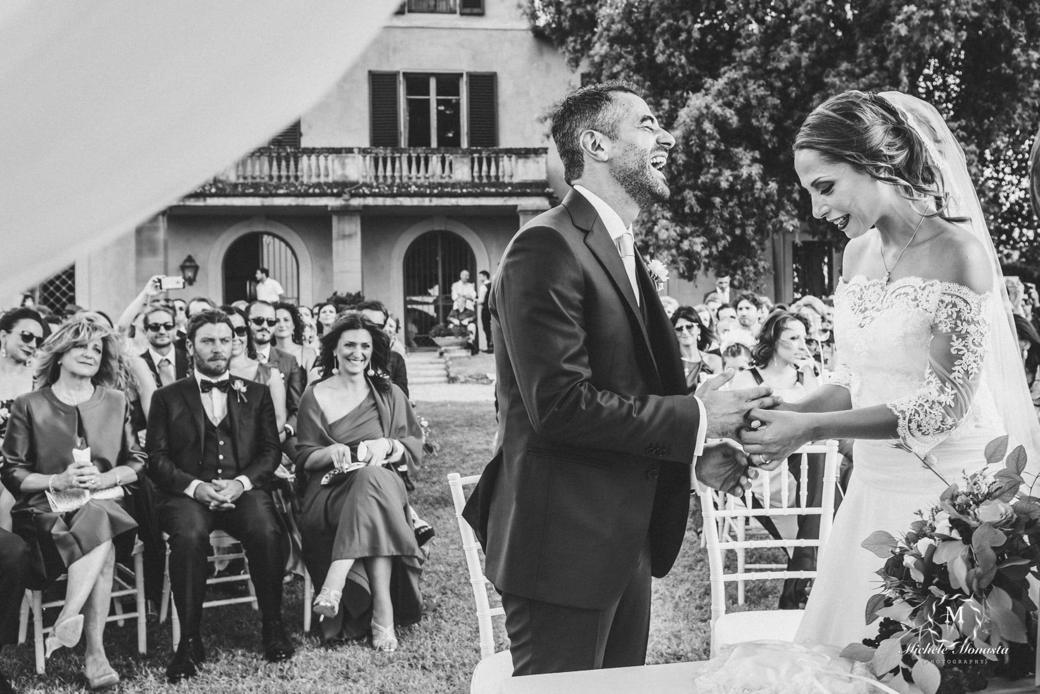 scambio degli anelli durante un matrimonio in toscana
